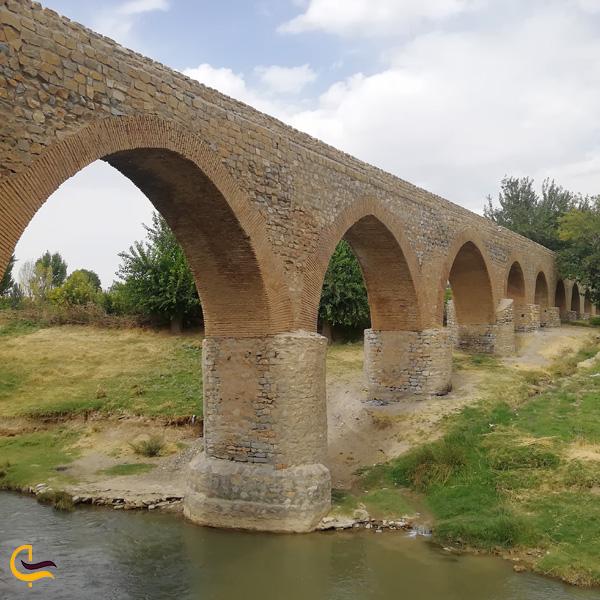 نمایی از رودخانه زیر پل قلعه حاتم بروجرد