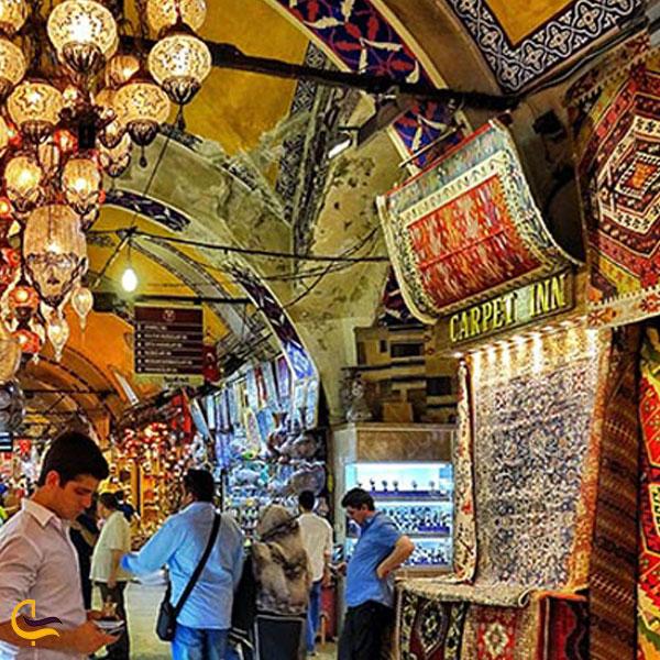 تصویری از فرش و قالی در بازار بزرگ استانبول