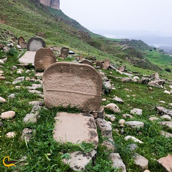 تصویری از قبر در قبرستان قلعه شاداب دزفول
