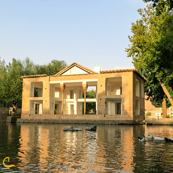 تصویری از عمارت کلاه فرنگی چشمه علی دامغان