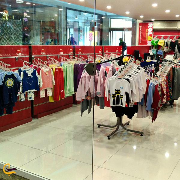 نمایی از فروشگاه بچه گانه در مرکز خرید میلاد نور
