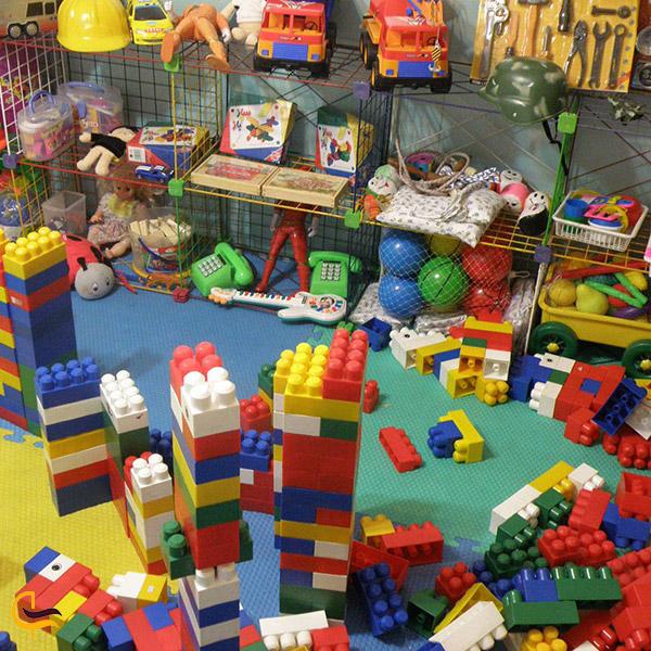 نمایی ازبخش بازی کودکان در بازار فردوسی