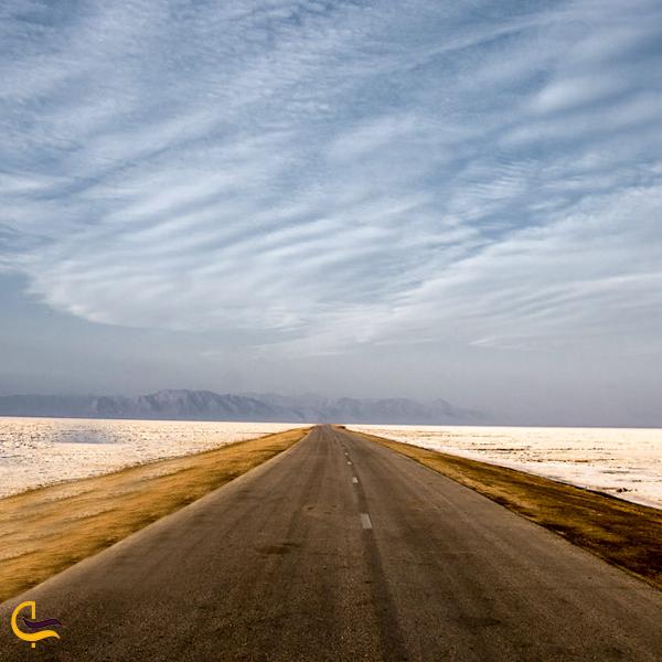 تصویری از جاده باتلاق نمکی سیرجان