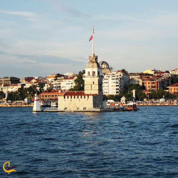 تصویری از نمای دور برج دختر استانبول