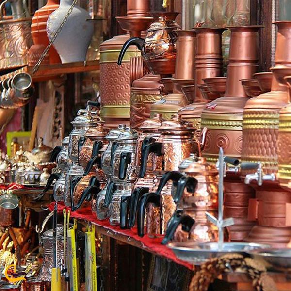 تصویری از قوری و کتری های مسی در بازار بزرگ استانبول