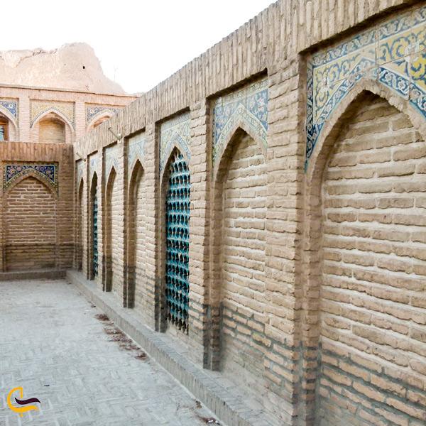 نمایی از دیوار های مسجد امام سمنان