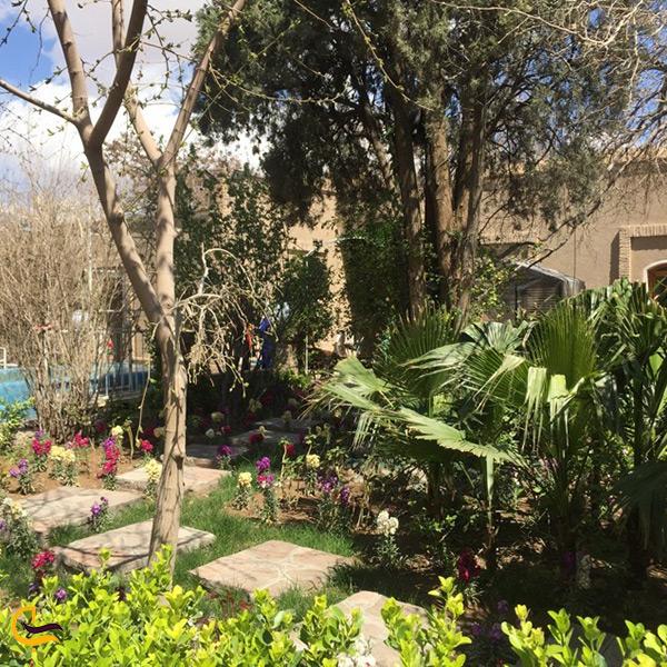 فضای داخلی رستوران شمس العماره بیرجند