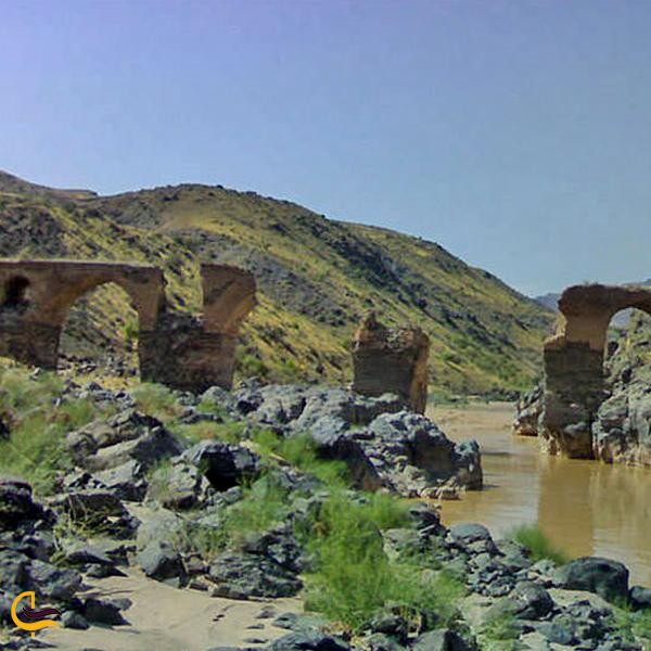 نمایی از رودخانه و پل تاریخی پردیس خلخال