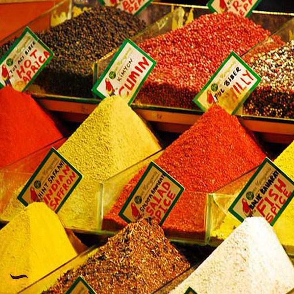 تصویری از ادویه های بازار بزرگ استانبول