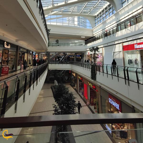 نمایی از مغازه های مرکز خرید مال آف