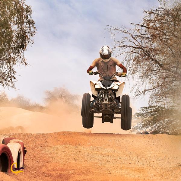 تصویری از موتورسواری پارس اسفاری کیش