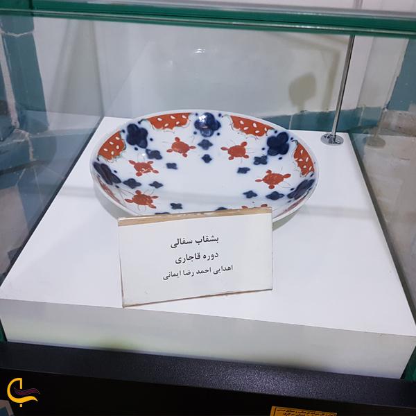 تصویری از بشقاب اهدایی در موزه حمام چهار فصل اراک