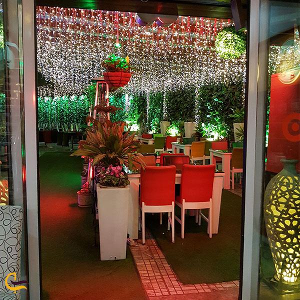 نمایی از یکی از رستوران های میلاد نور