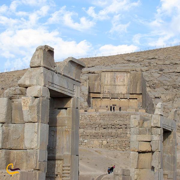 نمایی از کاخ صد ستون تخت جمشید