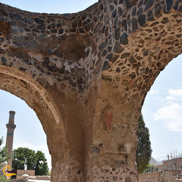 تصویر از نمای نزدیک آتشکده نطنز