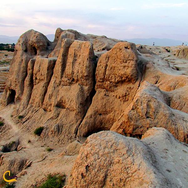 تصویر از تپه و قلعه جوقین شهریار