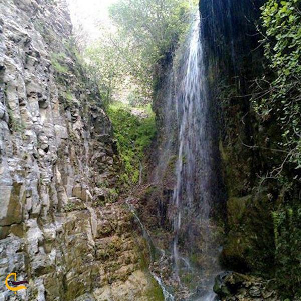 نمایی از آبشار چم اسیاب