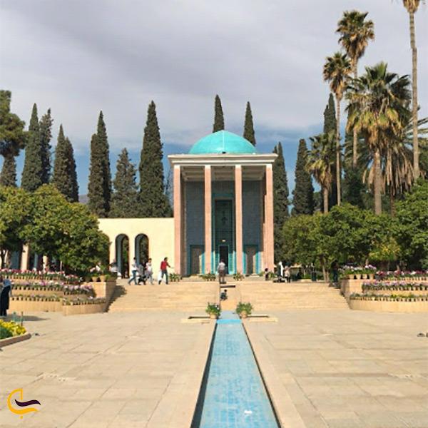 محوطه حیاط سعدیه شیراز