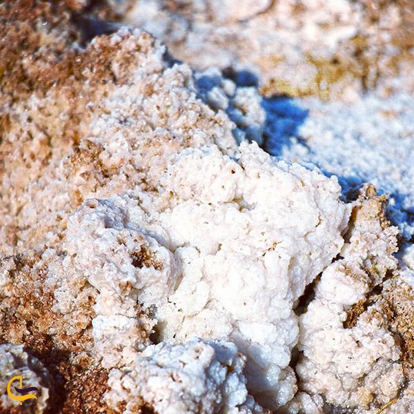 نمایی از نمک های دریاچه نمک سیرجان