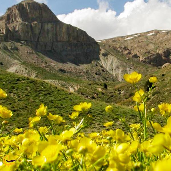نمایی از کوه و طبیعت بکر منطقه حفاظت شده ساری گا اسفراین