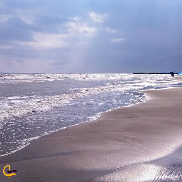 نمایی از ساحل زیبا آمل
