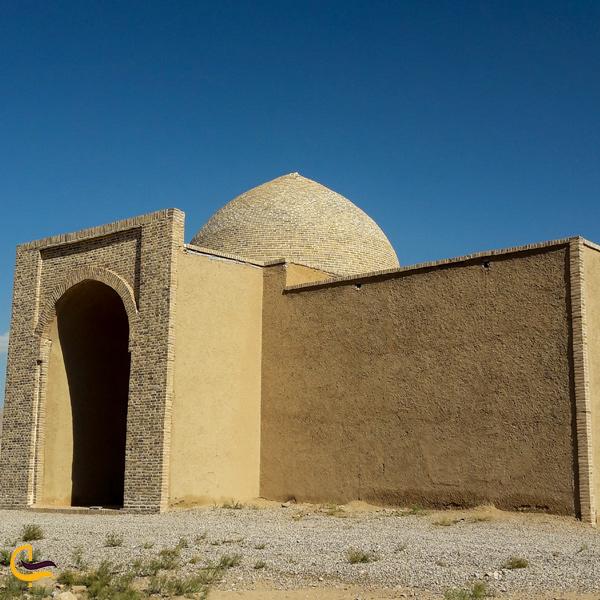 نمایی از مقبره شیخ آذری اسفراینی