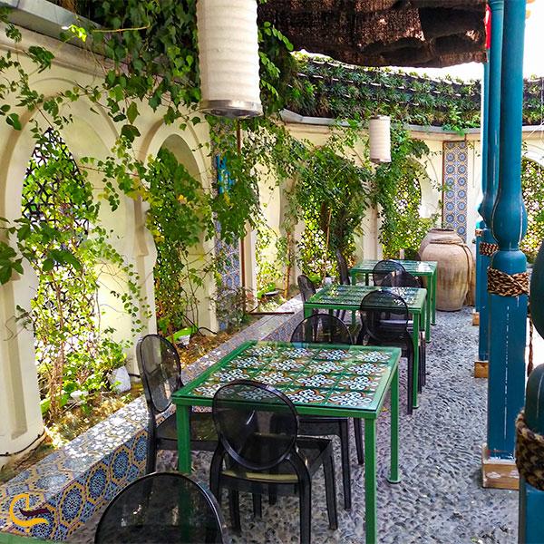 نمایی از تراس رستوران کوبابا