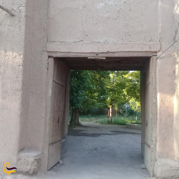 نمایی از در خانه روستا پاژ مشهد