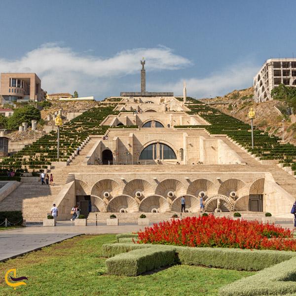 تصویری از پله های مجموعه آبشار ایروان