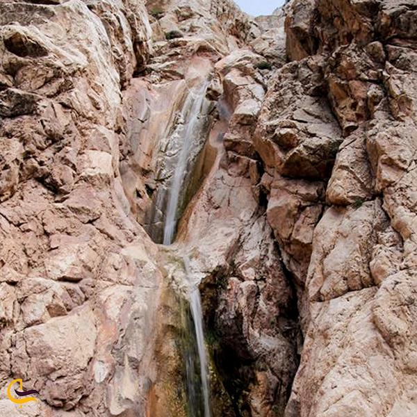 نمایی از آبشار نیزوا
