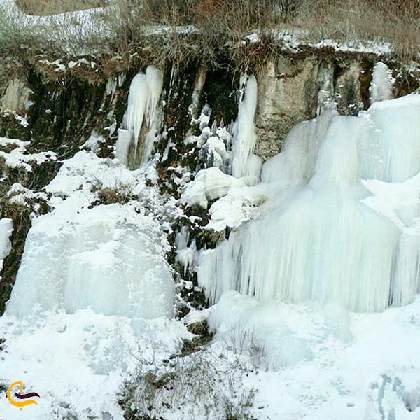 نمایی از ابشار یخ زده جم اسفراین