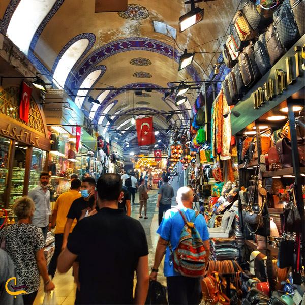 تصویری از مغازه کیف فروشی در بازار بزرگ استانبول