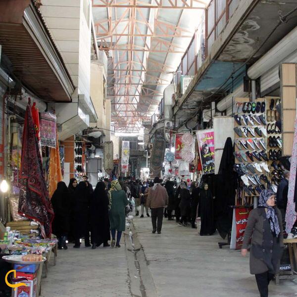 نمایی از مردم درحال خرید در بازار بزرگ بروجرد