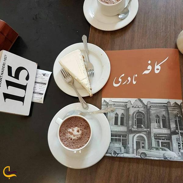 تصویری از لیوان قهوه کافه نادری تهران