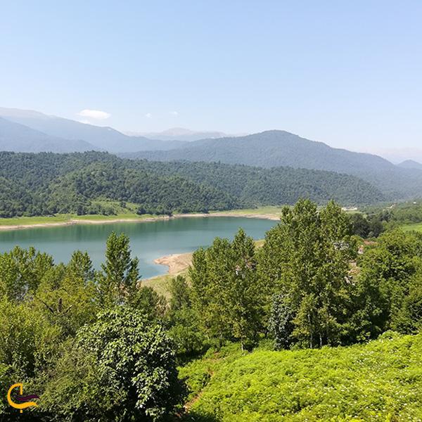 نمایی از بالای جنگل و سد لفور مازندران