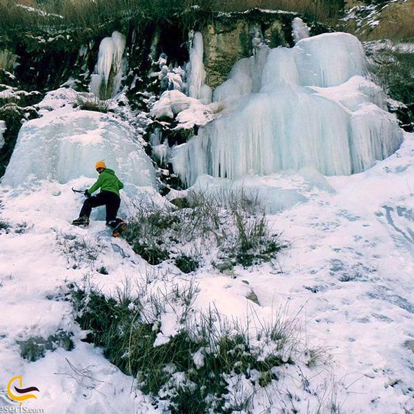 تصویری از یخ نوردی در آبشار جم اسفراین