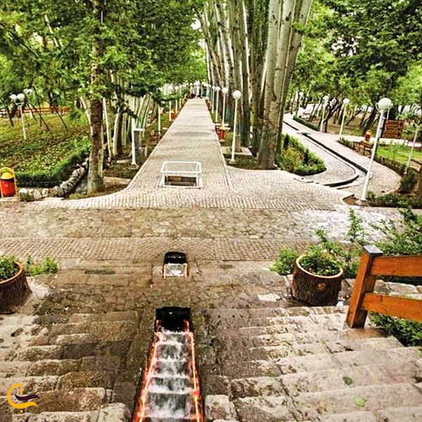 تصویری از پله های پارک وکیل آباد مشهد
