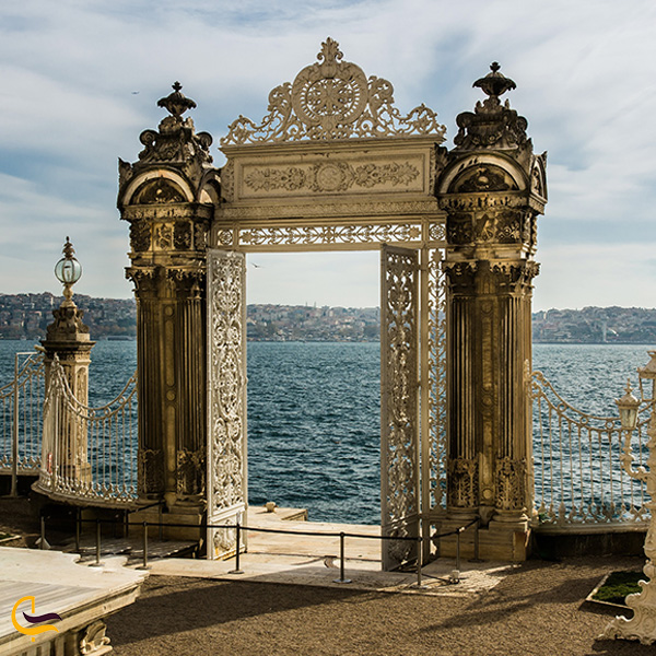 نمایی از کاخ دلمه باغچه استانبول