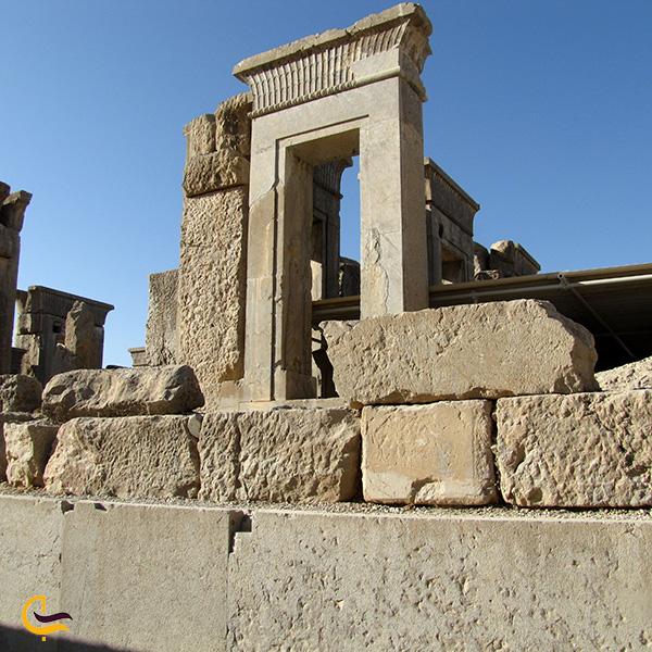 تصویری از کاخ آپادان تخت جمشید