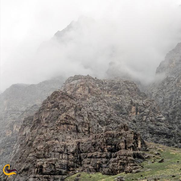 تصویری از کوه بیستون کرمانشاه