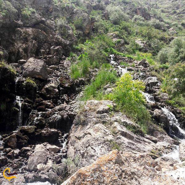 تصویری از طبیعت سرسبز و رودخانه مسیر آبشار نره گر اسبو خلخال