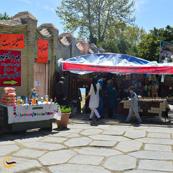نمایی از صنایع دستی باغ عفیف آباد