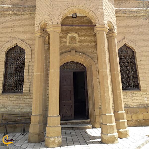 نمایی از در ورودی کلیسا گریگوری