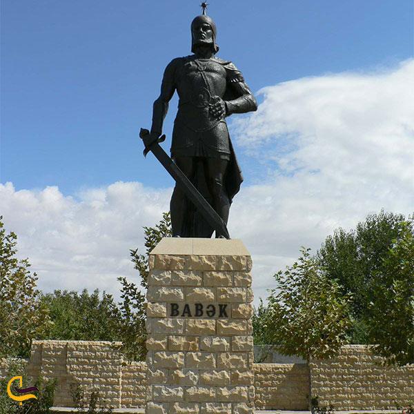 نمایی از مجسمه بابک شهر نخجوان