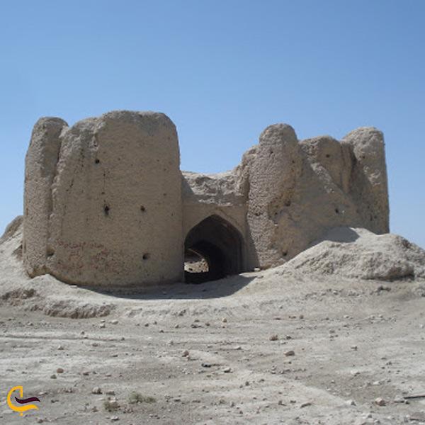 نمایی کلی از قلعه بهمن داراب