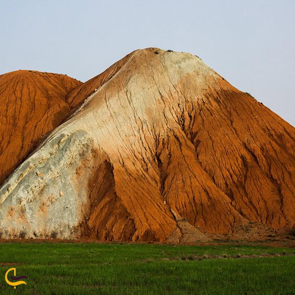تصویر زیبا از کوه های رنگی آلاداغ لار