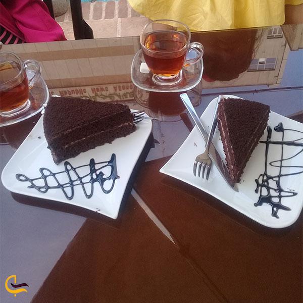 نمایی از کیک و دمنوش رستوران طلوع