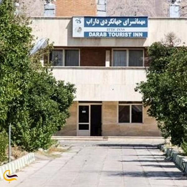 تصویری از ورودی محیط بیرون مهمانسرای داراب