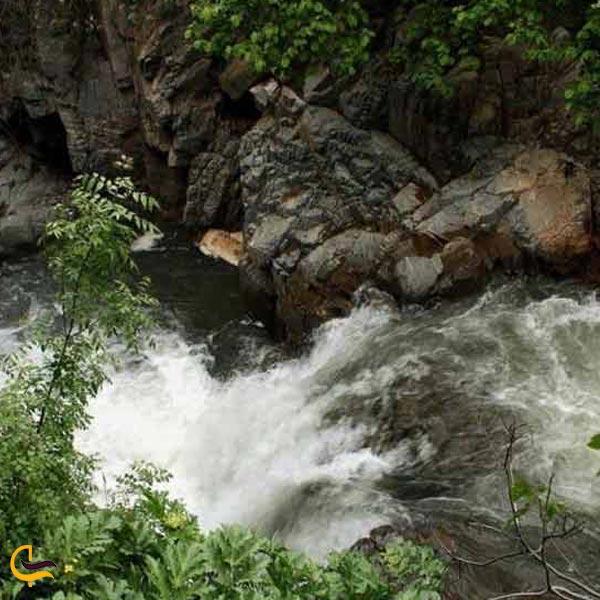 تصویری از رودخانه در مسیر دره چلمیر درگز
