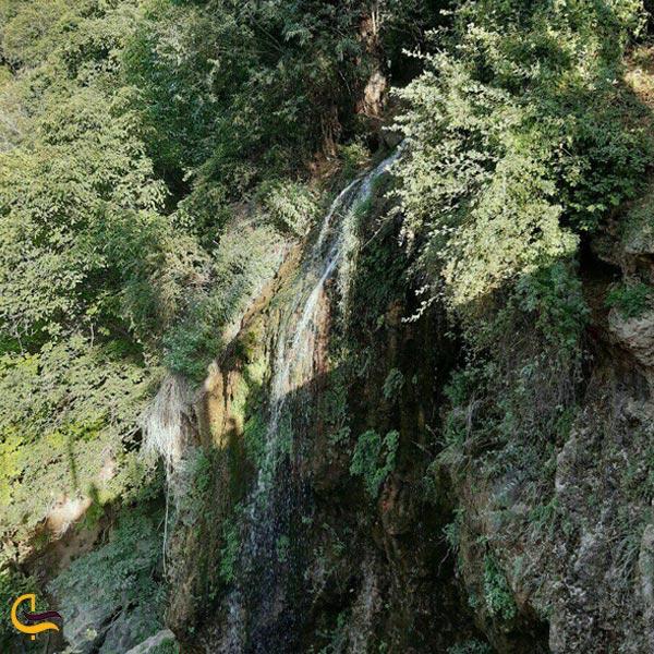 نمایی از آبشار اسطرخی شیروان